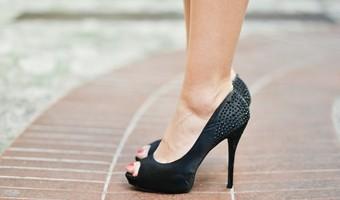 fashion-person-woman-feet_stokpicIKONA