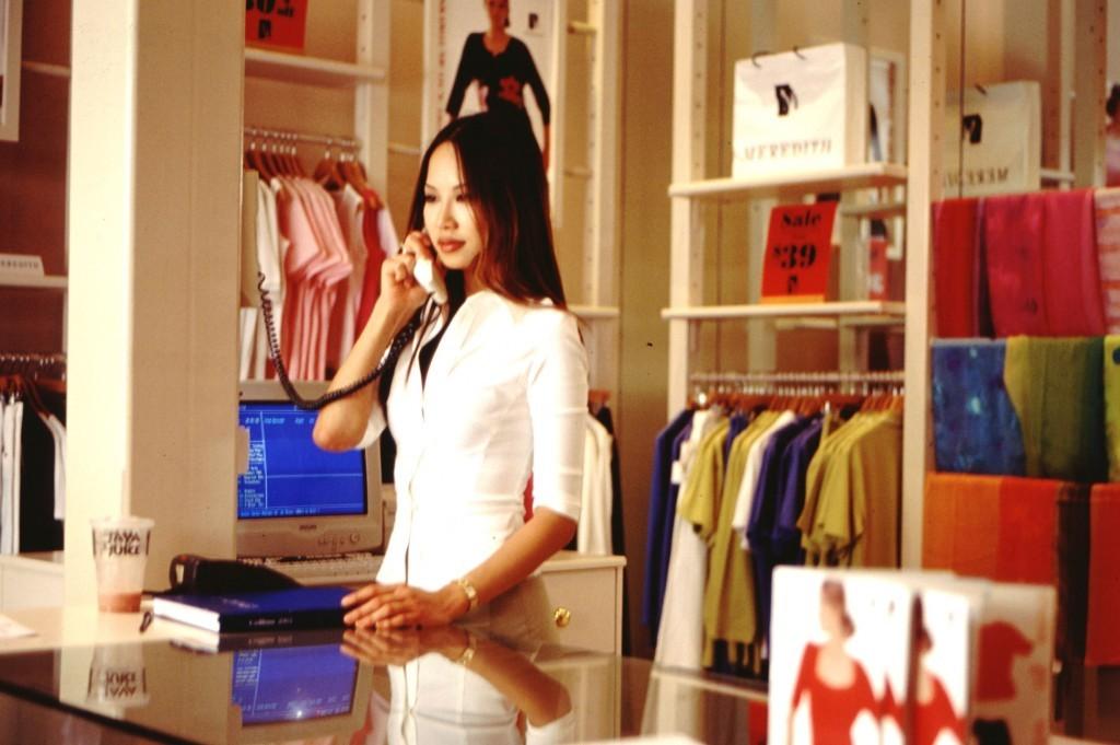 fashion-shop-girl-1466355