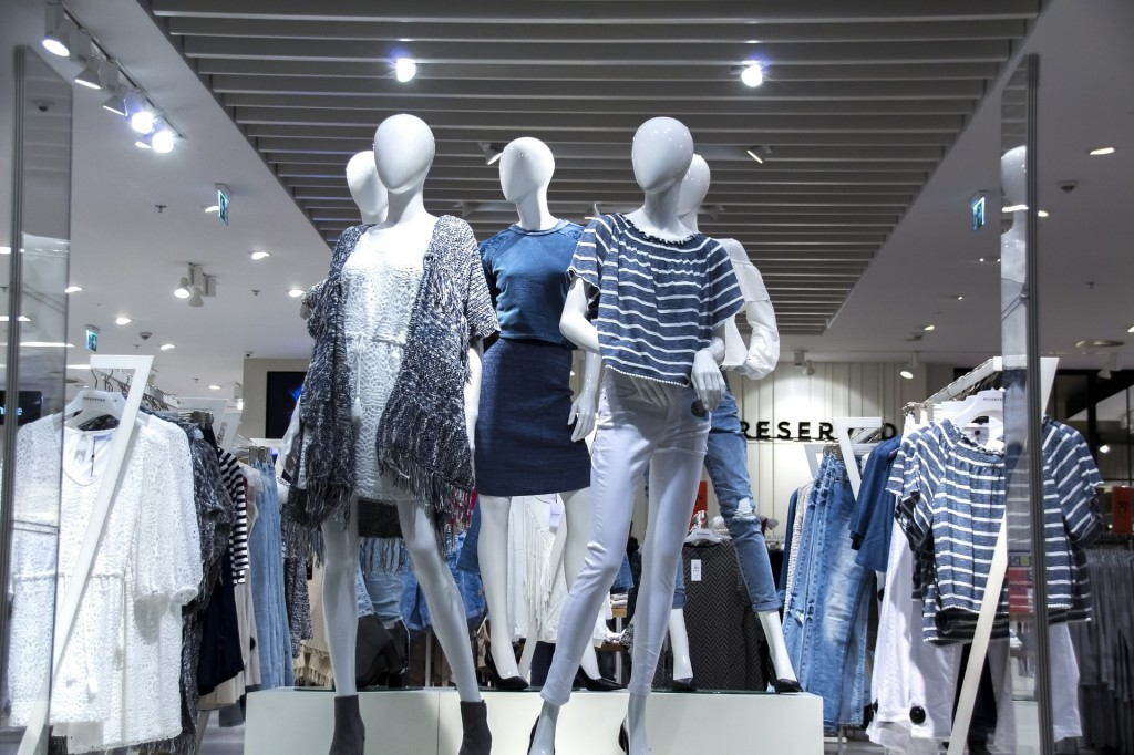 shopping-mall-1316787_1920